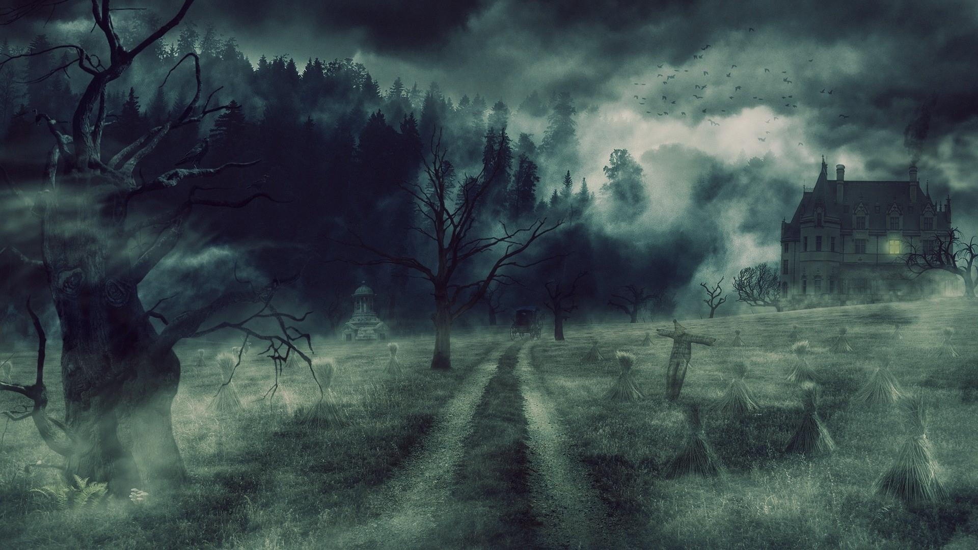 Image of a gothic mansion in fog by Sebastián-Malz on Pixabay.