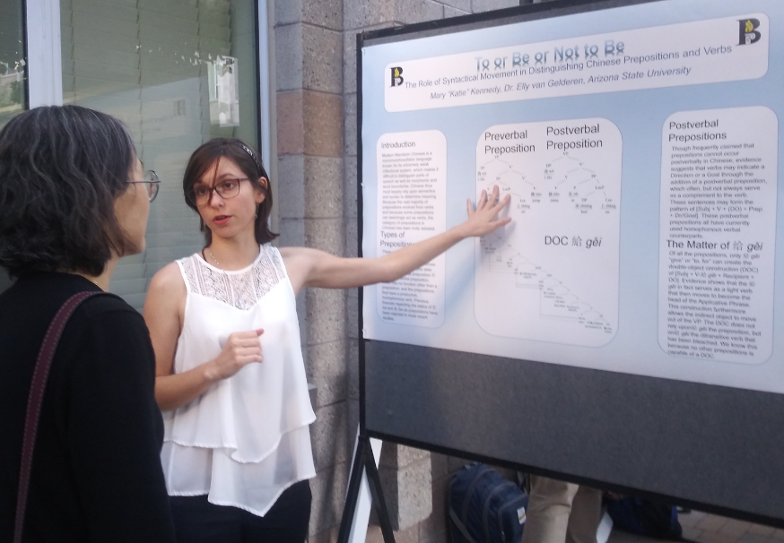 Katie Kennedy explains her linguistics thesis to a poster session visitor. / Photo by Elly van Gelderen